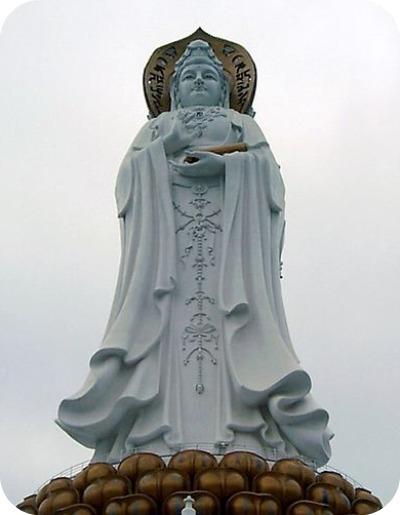 Guanyin, déesse marine de la miséricorde (Sanya, Chine) 108 m