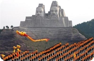 Empereurs Yan et Huang (Zhengzhou, Chine) 106 m