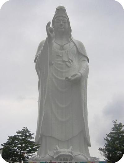 Daikannon de Sendai (Sendai, Japon) 100 m