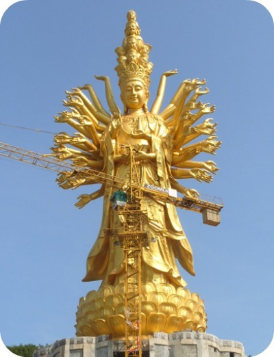 Guishan Guanyin aux mille mains et aux mille yeux (Weishan, Chine) 99 m