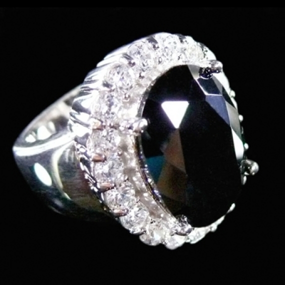 La bague de Me Wade et ses interpretations La symbolique de l'anneau