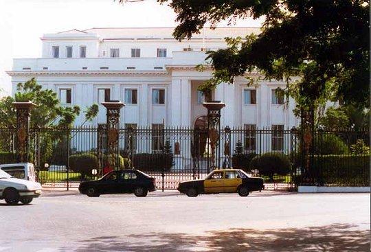 Le Guichet automatique du Palais : Ces pratiques qui dénaturent la République. Par Amadou Diop (chercheur)