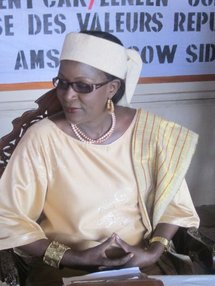 """Grève des bacheliers non-voyants : Amsatou Sow Sidibé fustige l'""""indifférence"""" des autorités"""