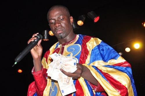 Photos : Plusieurs millions offerts à Djiby Dramé lors de la nuit du Bazin