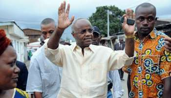 """Affaire Bourgi : un ancien Premier ministre gabonais confirme l'envoi de """"mallettes"""""""