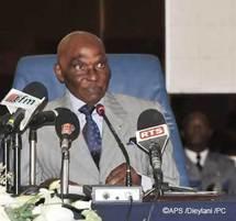 Fin des bases françaises : Wade promet les logements aux universitaires et aux officiers sénégalais