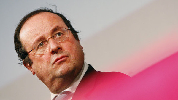 François Hollande, candidat consensuel des socialistes à la présidentielle de 2012
