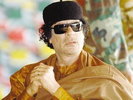Khadafi prédit sa mort ! et celle d'autres dirigeants arabes par les américains(VIDEO)