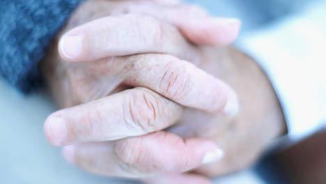 Mariés depuis 72 ans, ils meurent en se tenant la main