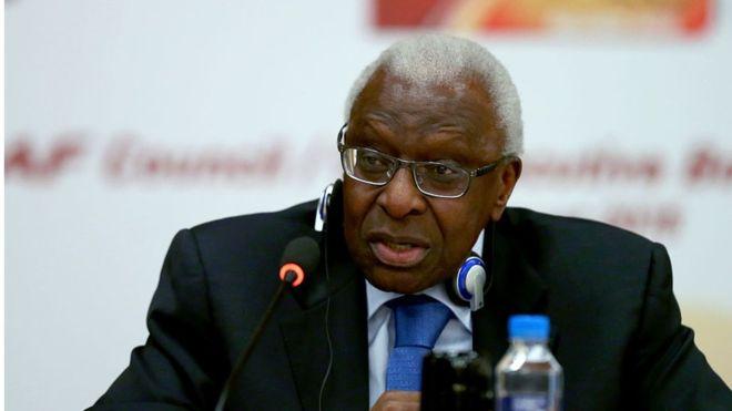 Paris : Le Président Macky Sall reçoit Lamine Diack