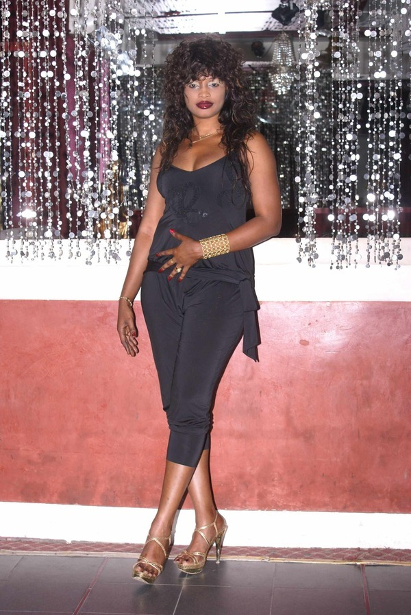 Photo : Mbathio Ndiaye en boîte de nuit...