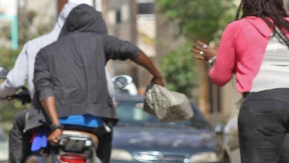 Vol à l'arraché: La police fait tomber une bande de trois individus, des sacs à main...saisis