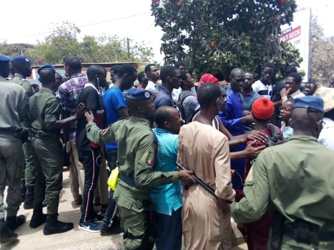 Manifestation devant la 7TV: tout est rentré dans l'ordre... grâce à la gendarmerie (images)