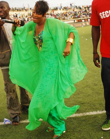 Titi remporte un trophée de meilleure artiste en... Guinée