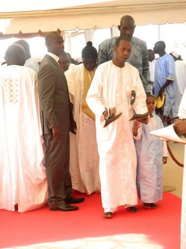 TABASKI : Cheikh Amar pieds nus dans la mosquée