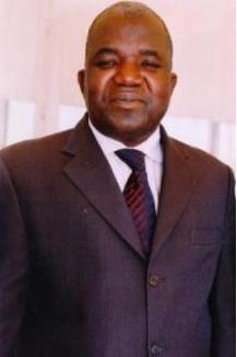 Ministre d'Etat, Ministre de l'Urbanisme, de l'Habitat, de la Construction et de l'Hydraulique, M. Oumar SARR.