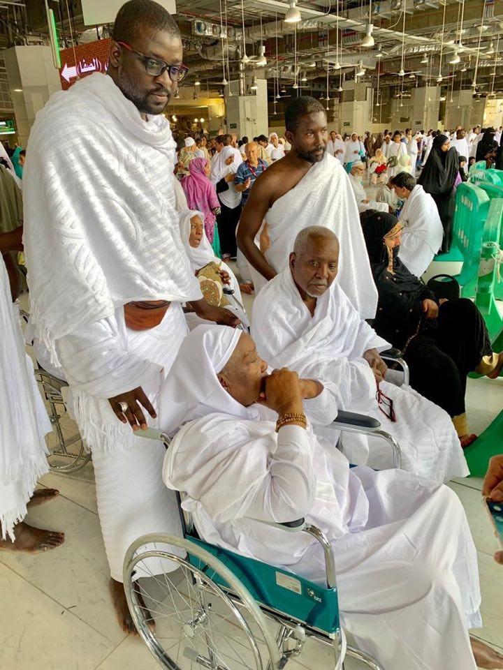 Oumra : Baba Lamine Niass et Seyda Mariama Niass à la Mecque… Regardez