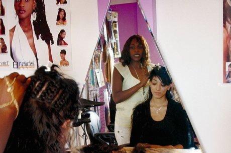 """Regardez le Nouvel épisode de la série """"Salon de coiffure"""""""