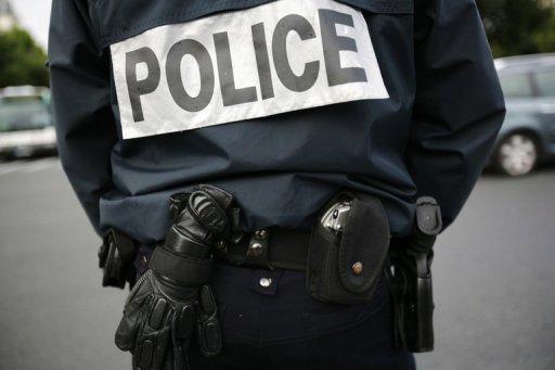 Malchanceux, le trafiquant de drogue heurte un véhicule de police