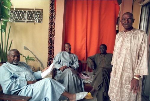 Bathily, Landing et Dansokho dans le salon de Wade pour faire partir Tanor Dieng et Diouf   Abdoulaye Bathily, Amath Dansokho et Landing Savané ne sont pas assez représentatifs pour pouvoir accéder à la magistrature suprême. Leur stratégie c'est un de produire des présidents comme ils l'avaient fait avec Wade en 2000. Cette photo a été prise au Point E dans le salon de Wade. Ils concoctaient des plans pour déloger Ousmane Tanor Dieng et Abdu Diouf du Palais. Aujourd'hui, ils dorment au salon de Niass pour déloger Wade. Sacrés hommes de gauche…