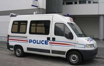 Arrêtés, ils font l'amour dans la voiture de la police
