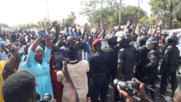 """Marche contre les """"dérives"""" de Macky: L'opposition a réussi son coup"""
