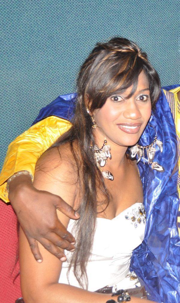 Bébé Basse, la femme de Pape Diouf porte des bijoux qui valent des milliers d'euros
