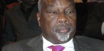 Charmante effusion de bons sentiments entre Wade et Dansokho: Ils s'accoladent