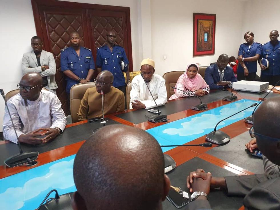 Images de la cérémonie protocolaire de passation de service entre Cheikh Ameth Tidiane BA et Bassirou Samba NIASSE nouveau DG des Impôts et Domaines