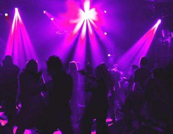 Ngor-Almadies-Virage : Il fait show à Dakar … Des courtiers du s*xe … Le chaud show dans les discothèques…