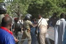 Manifestation : Les militaires invalides  bloqués  au boulevard de la République