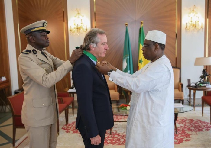 PHOTOS - Diplomatie: S. E Christophe Bigot fait ses adieux à Macky Sall qui l'élève au rang de Commandeur...