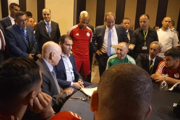 """Finale Can 2019: le Chef de l'Etat algérien a rendu visite aux """"Fennecs"""""""