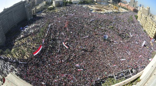 3. «Marche de la victoire», le vendredi 18 février sur la place Tahrir du Caire, après la démission d'Hosni Moubarak le 11 février, à la suite de 18 jours de manifestations et de violences. REUTERS/Mohamed Abd El-Ghany