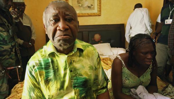 6. Laurent et Simone Gbagbo lors de leur arrestation, le 11 avril à l'hôtel du Golf d'Abidjan. Reuters/Stringer.