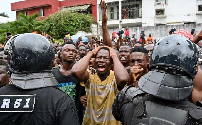 """Décès de  DJ Arafat: des milliers de fans inconsolables, Ouattara exprime sa """"grande tristesse"""""""
