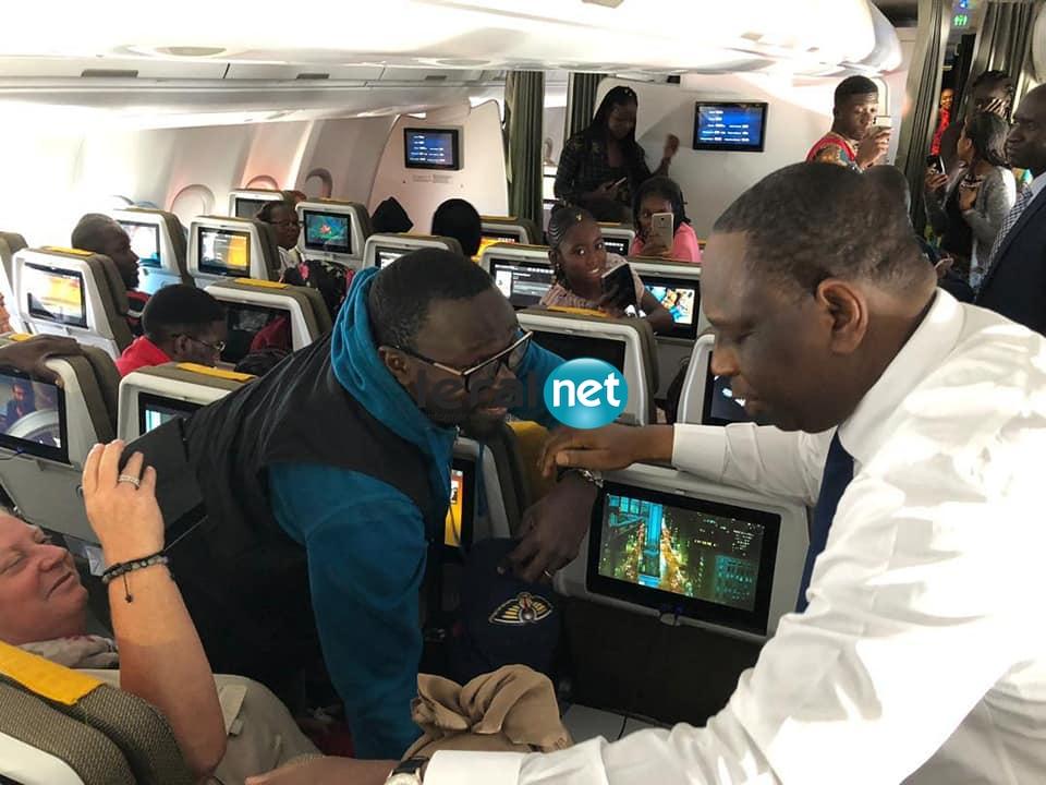 Air Sénégal: le Président Macky Sall à destination de Paris. Un président à l'écoute des passagers