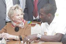 CAN 2012 : Mme Wade rencontre les lions au Terrou bi