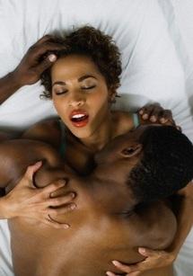 SEXUALITÉ : Ce qui pousse les femmes à simuler l'orgasme