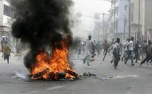 Les élèves du Lycée des Parcelles Assainies chauffent la rue et cassent deux véhicules