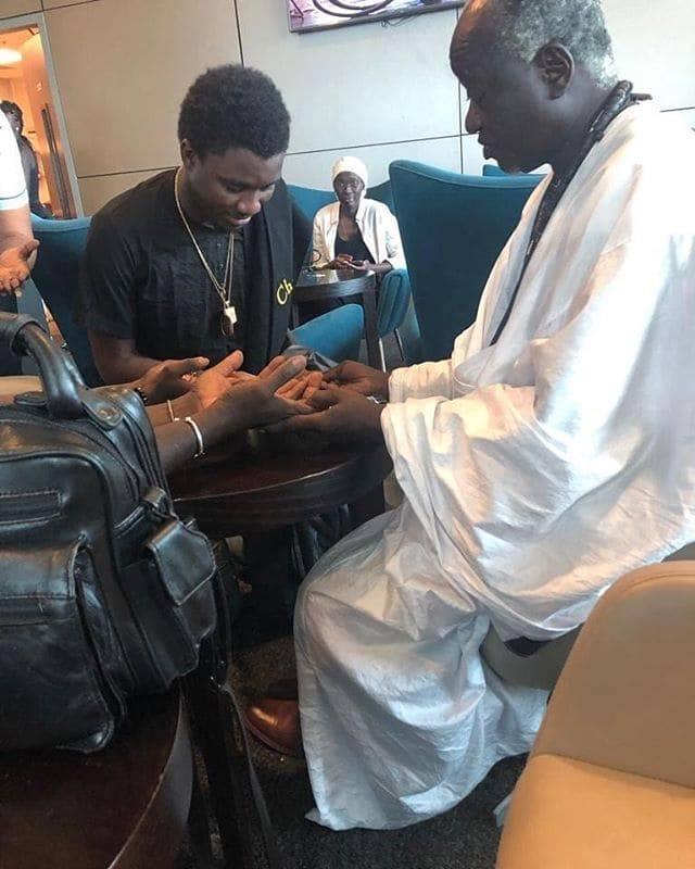 PHOTOS - AIBD: Une rencontre plein d'émotion entre Wally Seck et le marabout Serigne Cheikh Ndigueul Fall