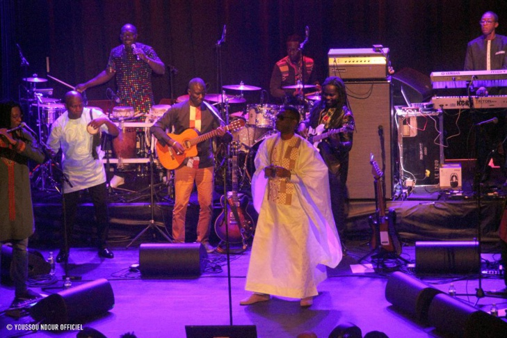 (PHOTOS) - Dans une Salle de Zurich, archi-comble : Les fans de Youssou Ndour refusent son départ de la scène