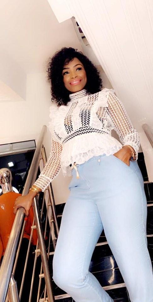 PHOTOS: Mbathio Ndiaye adopte le perforé dans ses nouvelles photos