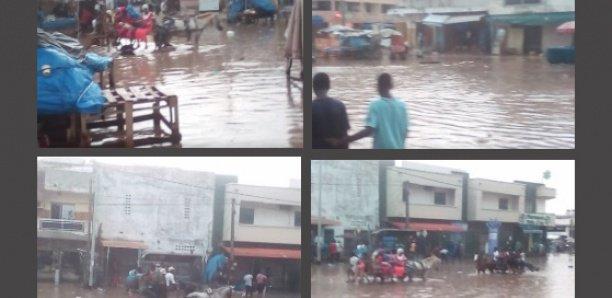 Grand Yoff : la pluie transforme le quartier en marigot,  les charretiers imposent leur diktat