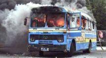 """Encore un bus """"Dakar Dem Dikk"""" brûlé par les étudiants"""