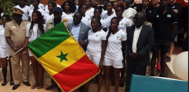 Tournoi Qualificatif Olympique: Le drapeau national remis aux Lionnes du Handball par Matar Ba