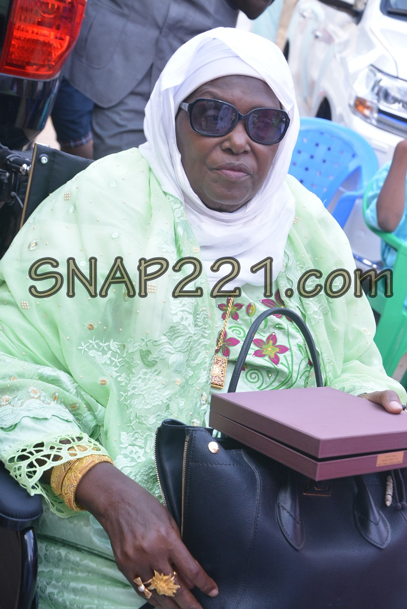 Voici Oumy Diallo, la sainte mère de Marième Faye …! au mariage de Yama Diallo Bèye, fille de Ismael Diallo