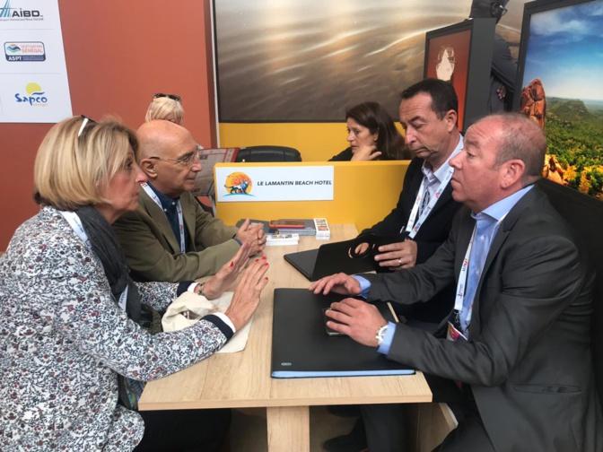Eric Philibert, Directeur associé - Lamantin Beach, Resort & SPA, accompagné de Bertrand Touly, échange avec des partenaires au IFTM Top Resa 2019.