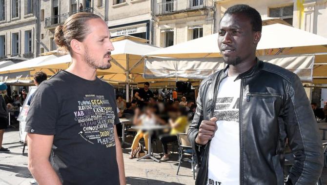 Moustapha Gueye à droite en compagnie d'un de ses soutiens