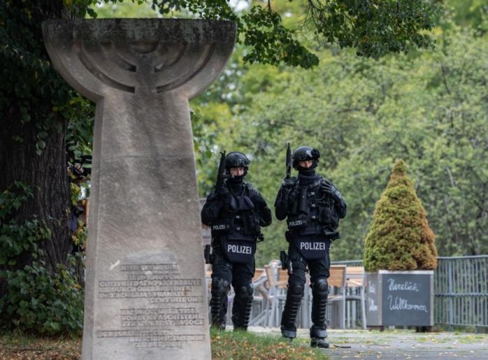 """Attaque en Allemagne: le tireur voulait """"commettre un massacre"""" dans la synagogue"""